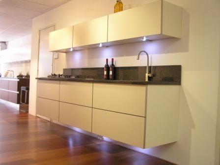 De voordeligste woonwinkel van nederland zwevende keuken 31976 - Eilandjes van keuken ...
