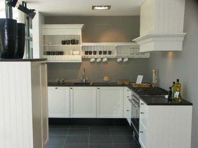 De voordeligste woonwinkel van nederland showroomkeuken kem15 37449 - Model keuken wit gelakt ...
