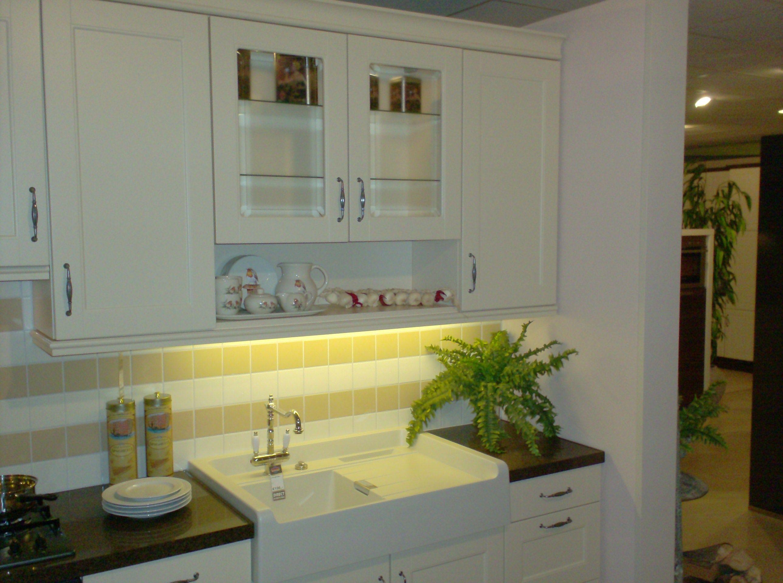 Keuken Kleur Sahara : Stijlvolle landhuiskeuken die opvalt door het stenen werkblad en zijn