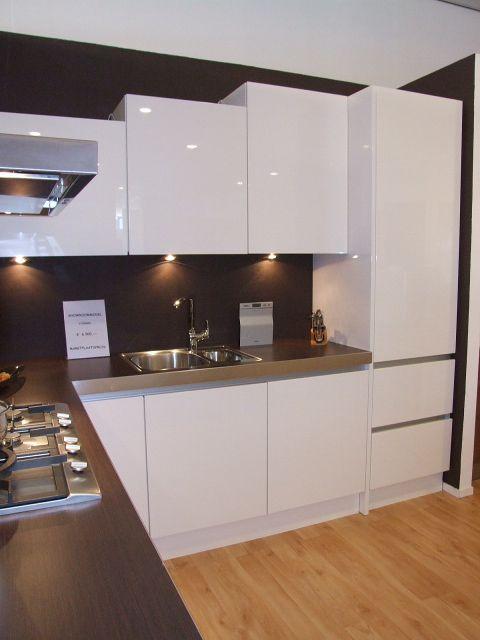Keuken Hoogglans Wit Achterwand : woonwinkel van Nederland! Hoogglans witte Greeploze keuken [26361