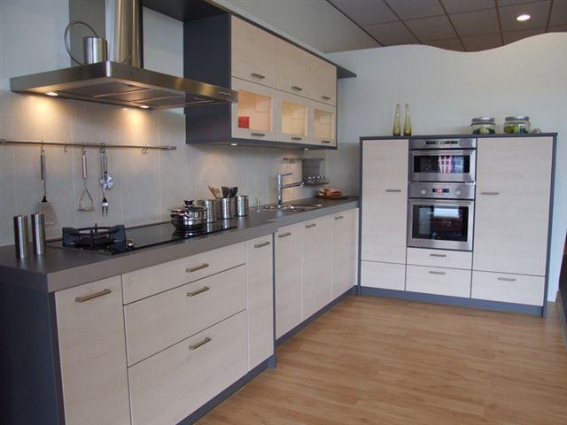 De voordeligste woonwinkel van nederland tijdloze horst keuken 26364 - Eiland in de kleine keuken ...