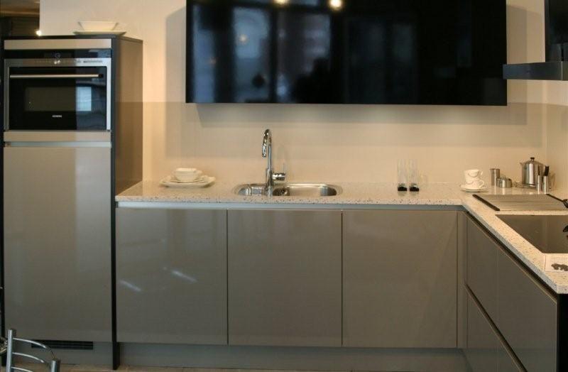 Witte Keuken Zwarte Plint : Showroomkorting.nl De voordeligste ...
