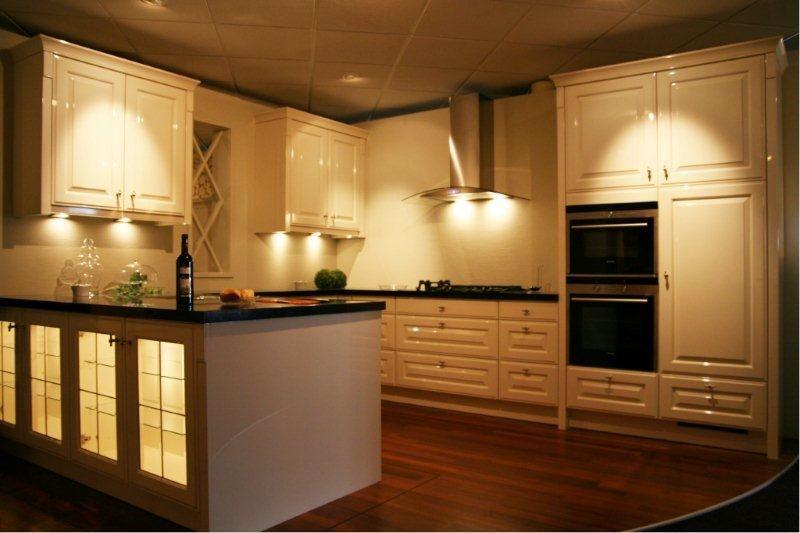 Schiereiland Keuken Showroom : De voordeligste woonwinkel van Nederland! Schiereiland Y11 [34210
