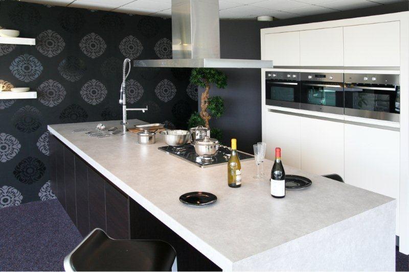 Schiereiland Keuken Showroom : woonwinkel van Nederland! Schiereiland + kastenwand Y125 [34233