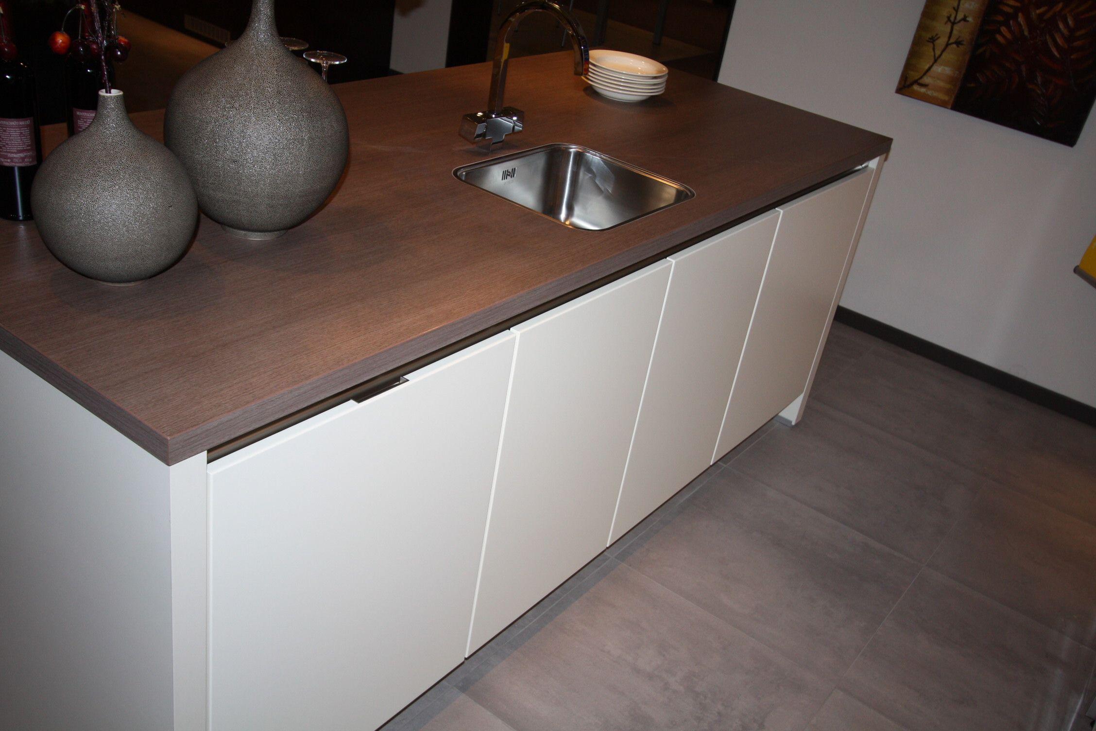 linea 21778 q linea keuken met mat gelakte fronten keuken is ...