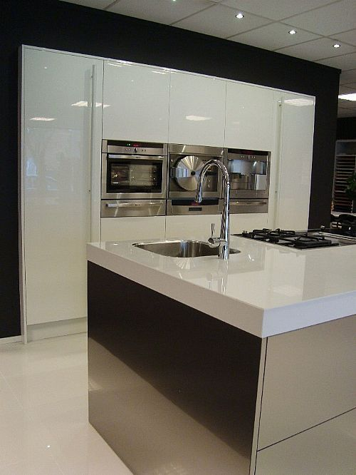 De voordeligste woonwinkel van nederland italiaanse rvs keuken 42172 - Model keuken wit gelakt ...