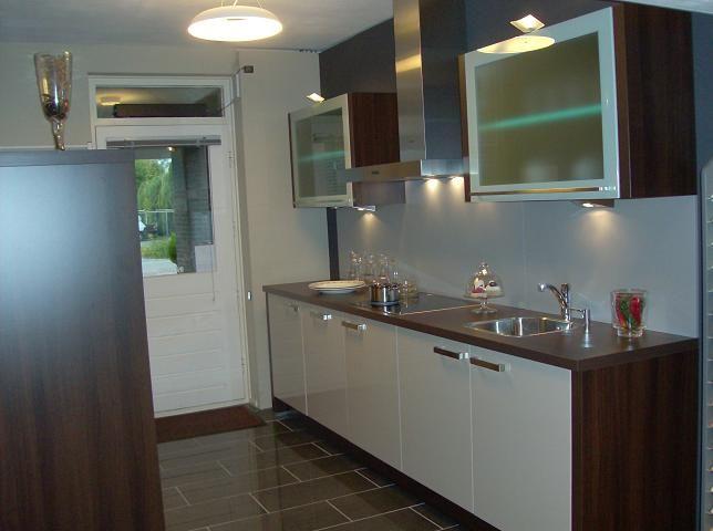 Kastenwand Keuken Showroom : van Nederland! Hooglans rechte keuken en kastenwand [23109