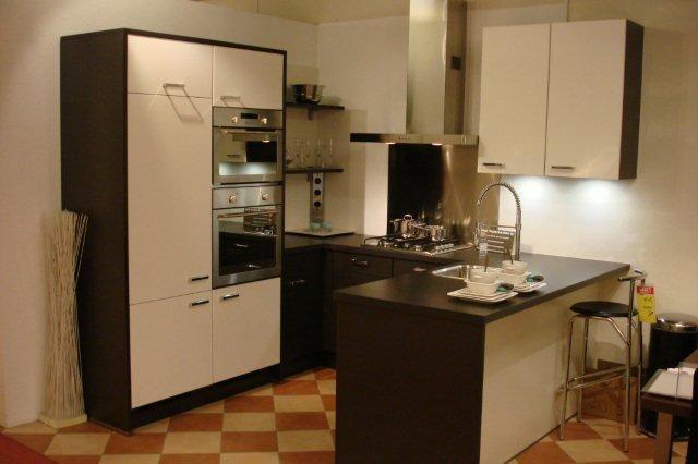 Keuken u keuken showroom inspirerende foto 39 s en idee n van het interieur en woondecoratie - Model keuken wit gelakt ...