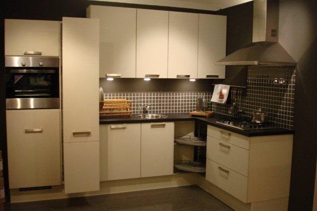 De voordeligste woonwinkel van nederland showroom keuken model salzburg - Model keuken ...