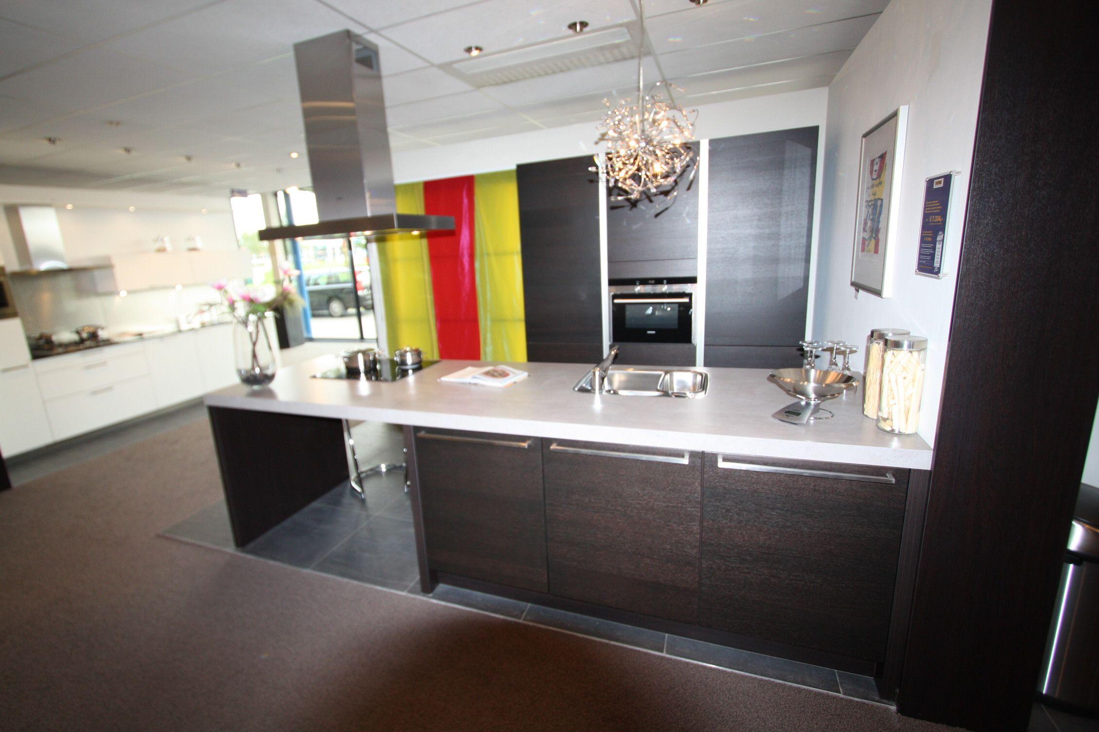 De voordeligste woonwinkel van nederland q linea eiland keuken 21781 - Eigentijdse keuken met centraal eiland ...