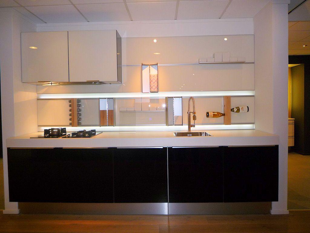 Design Cube Keuken : moderne keuken met luxe achterwand (met LED ...