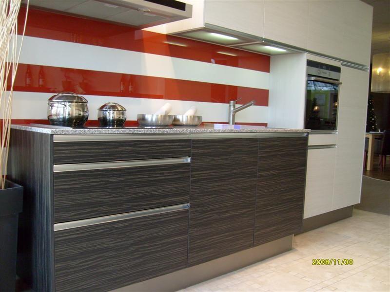 Een Gezellige Keuken : Een mooie keuken in een combinatie van pijnboom zwart en wit