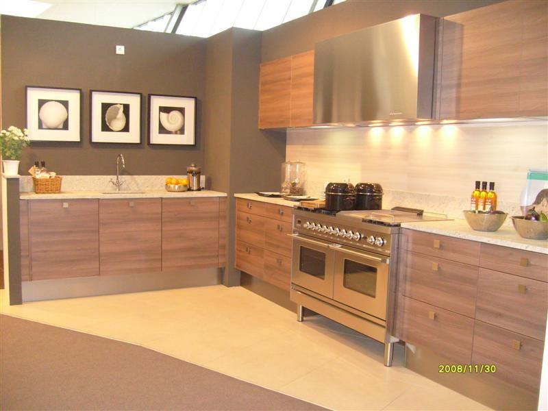 ... woonwinkel van Nederland!  Moderne rechte keuken in houtlook [26800