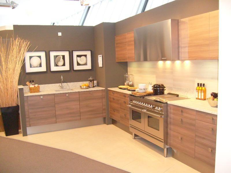 moderne rechte keuken in houtlook 26800 moderne keuken bestaand uit 2 ...
