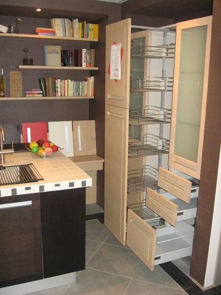 Moderne Italiaanse keuken van het merk SPAGNOL, twee zijden hoge ...