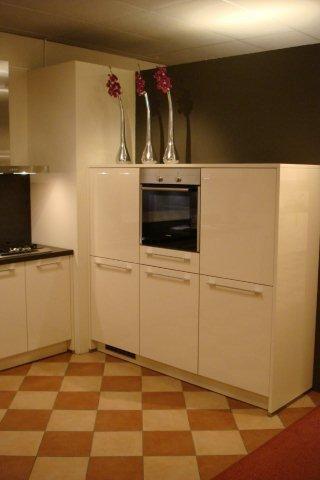 De voordeligste woonwinkel van nederland showroom keuken model nova - Modele en ingerichte keuken ...