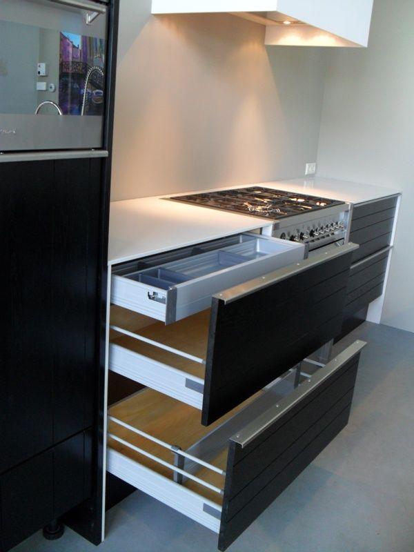 Zwarte Keuken Zwart Blad : eiken zwarte keuken 42737 deze moderne keuken beschikt over zwart
