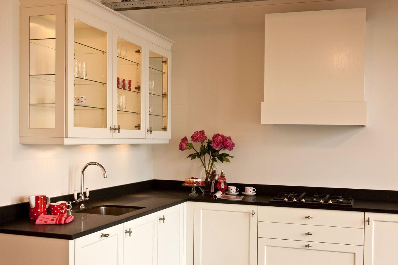 De voordeligste woonwinkel van nederland - Model keuken wit gelakt ...