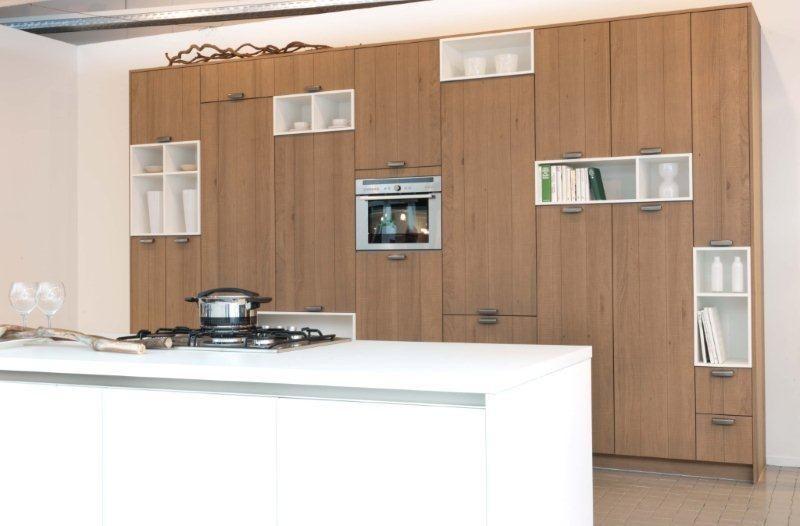 Keuken Kastenwand Hout : Strakke houten keuken met kastenwand ...