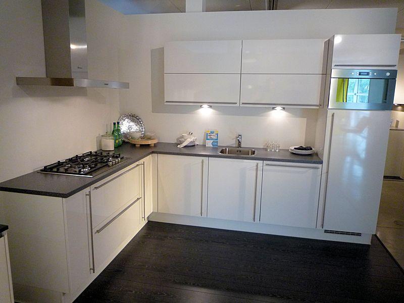 de voordeligste woonwinkel van nederland nobilia primo 38601. Black Bedroom Furniture Sets. Home Design Ideas
