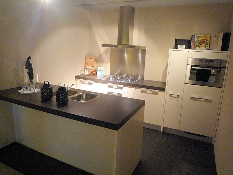 de voordeligste woonwinkel van nederland nobilia primo magnolia 38604. Black Bedroom Furniture Sets. Home Design Ideas