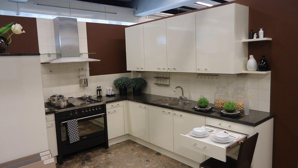 Keuken Plint Verwijderen : woonwinkel van Nederland! Hoogglans vanille U-keuken [45351