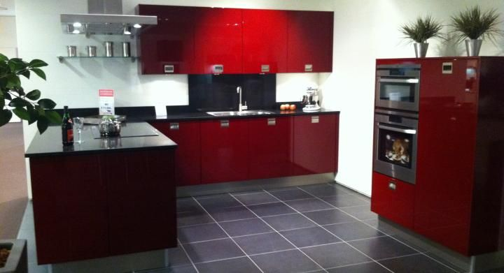 Moderne Kunst Keuken : ... van Nederland! Moderne U keuken in wijnrood ...