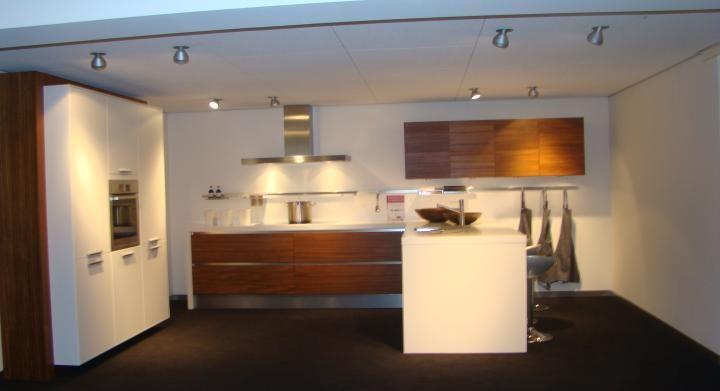 ... woonwinkel van Nederland!  Moderne U keuken met ziteiland [45459