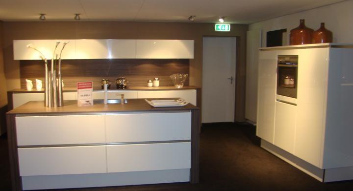 De voordeligste woonwinkel van nederland moderne greeploze eilandkeuken - Foto van moderne keuken ...