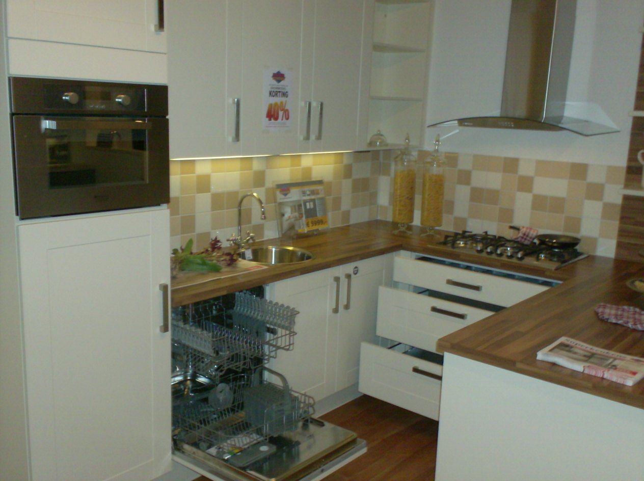 Keuken schiereiland idee - Kleine keuken met bar ...