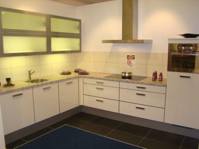 Keuken Plint Rvs : magnolia glanzende keuken met rvs vormkant 45637 keuken uitgevoerd in