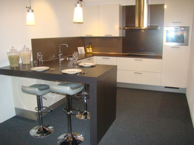 Keuken L Vorm Met Bar : woonwinkel van Nederland! Hoogglans keuken met bargedeelte [45600