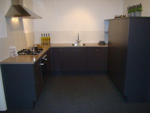 Antraciet Keuken : ! Landelijke keuken met verticale groef in antraciet [46078