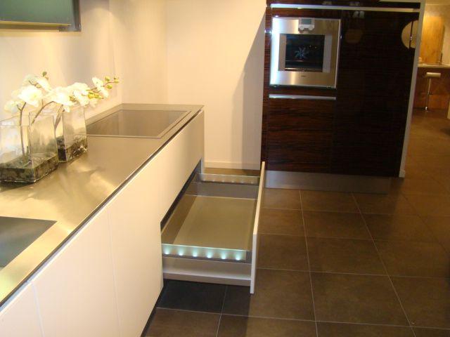 Rechte keukens showroom: keukens voor zeer lage keuken prijzen ...