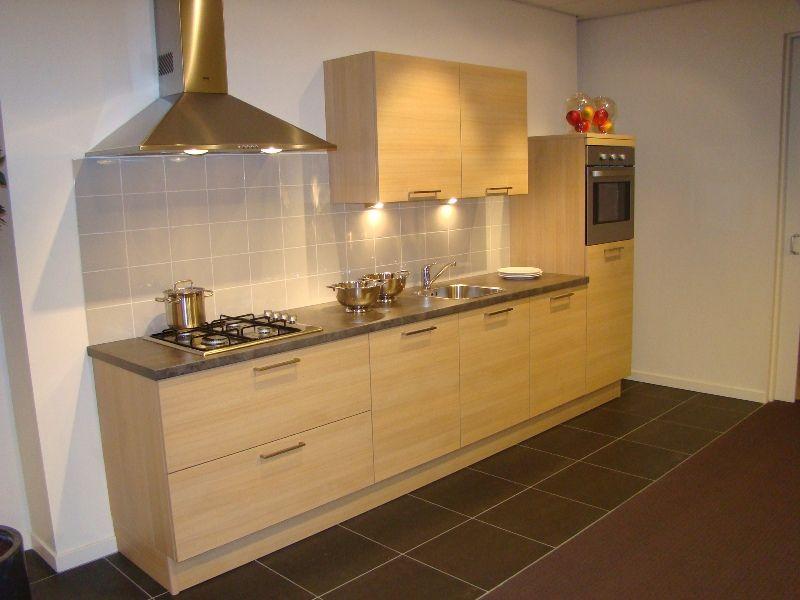 De voordeligste woonwinkel van nederland rechte keuken in de kleur eiken - Kleur voor de keuken ...