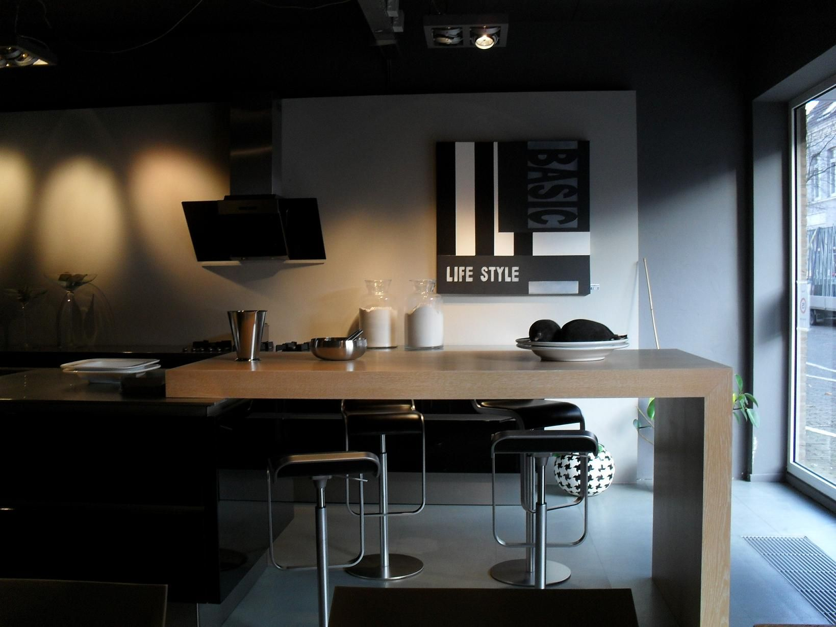 De voordeligste woonwinkel van nederland greeploze eilandkeuken zwart - Keuken met bar tafel ...