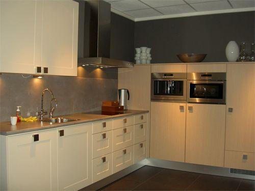 Kastenwand Keuken Showroom : Nederland! Keller keuken in rechte opstelling met kastenwand [46438