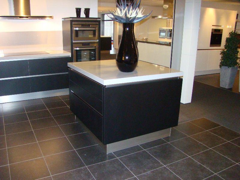 Keuken Zwart Mat : van Nederland! Fraaie design keuken in mat zwart gelakt [45595