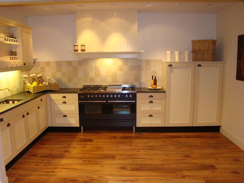 Creme Keuken : woonwinkel van Nederland! Landelijke keuken in creme geel [45495