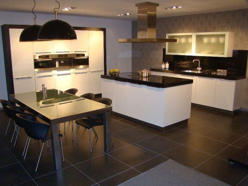 Grando keukens miele design keukens showroommodellen consenza for - Keuken centrum eiland ...