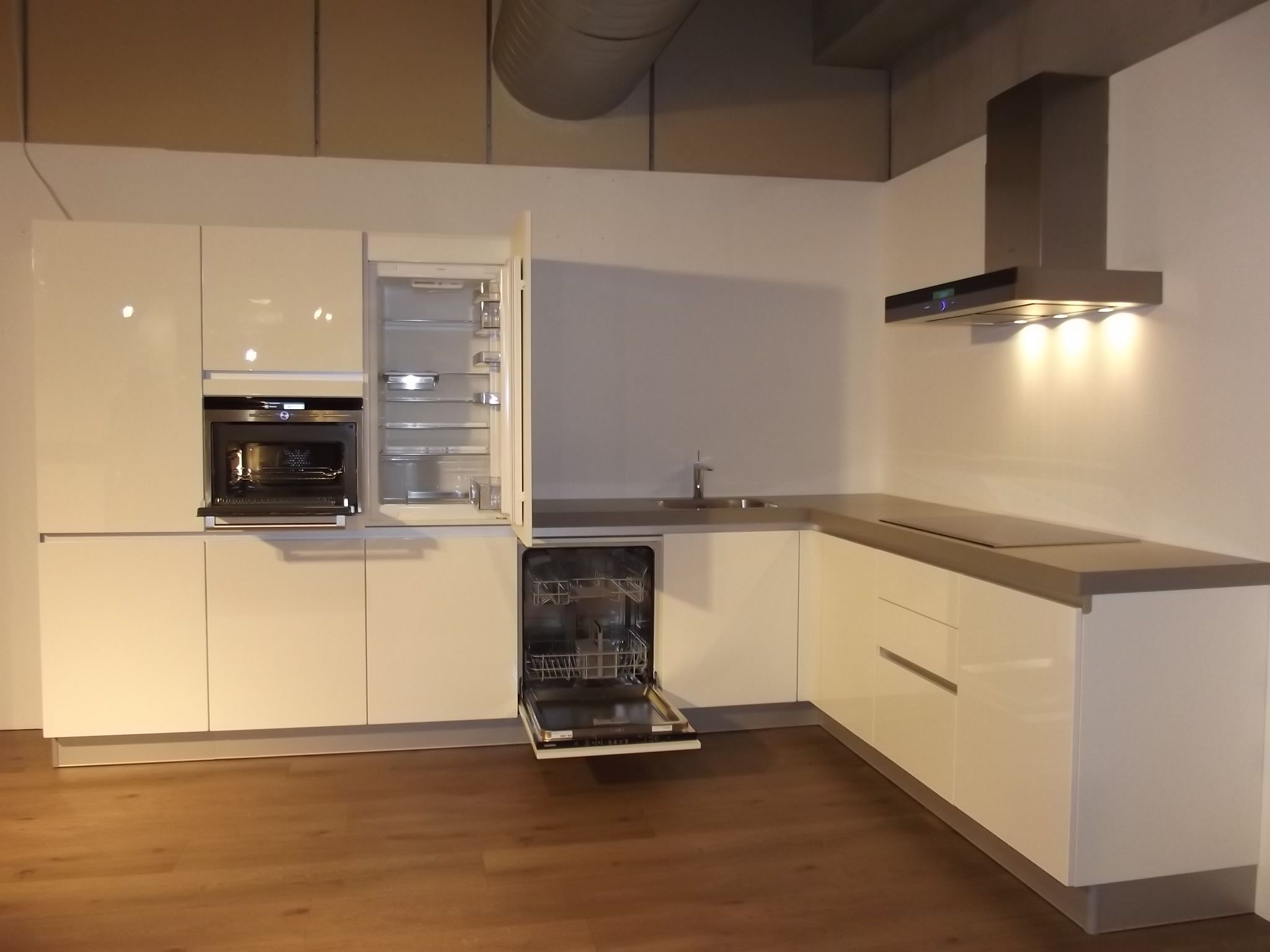 Keuken Plint Hoek : voordeligste woonwinkel van Nederland! Siemens Hoek Keuken 3 [44581