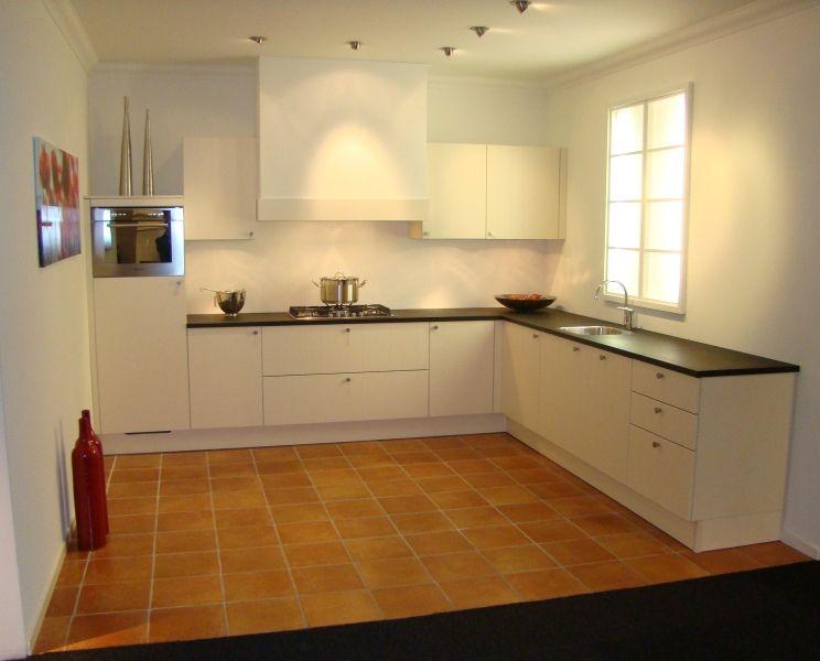 Keuken Landelijk Wit : woonwinkel van Nederland! Landelijke keuken in magnolia wit [45453