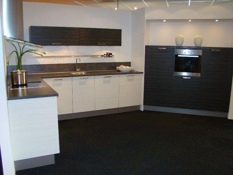 De voordeligste woonwinkel van - Betegeld zwart wit geblokte keuken ...