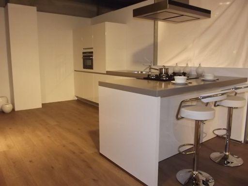 Moderne Keuken Met Schiereiland : Hoogglans keuken ter inspiratie ...