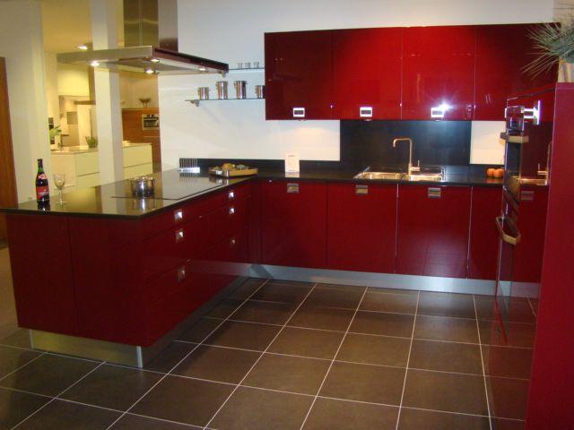 Moderne Kunst Keuken : moderne u keuken in wijnrood hoogglans lak ...