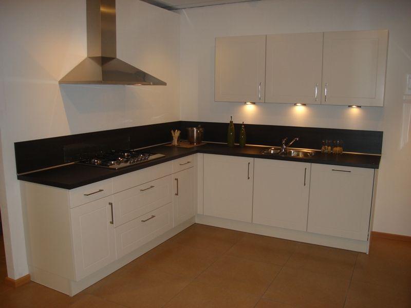 De voordeligste woonwinkel van nederland landelijke keuken in magnolia - Keuken kleur ...