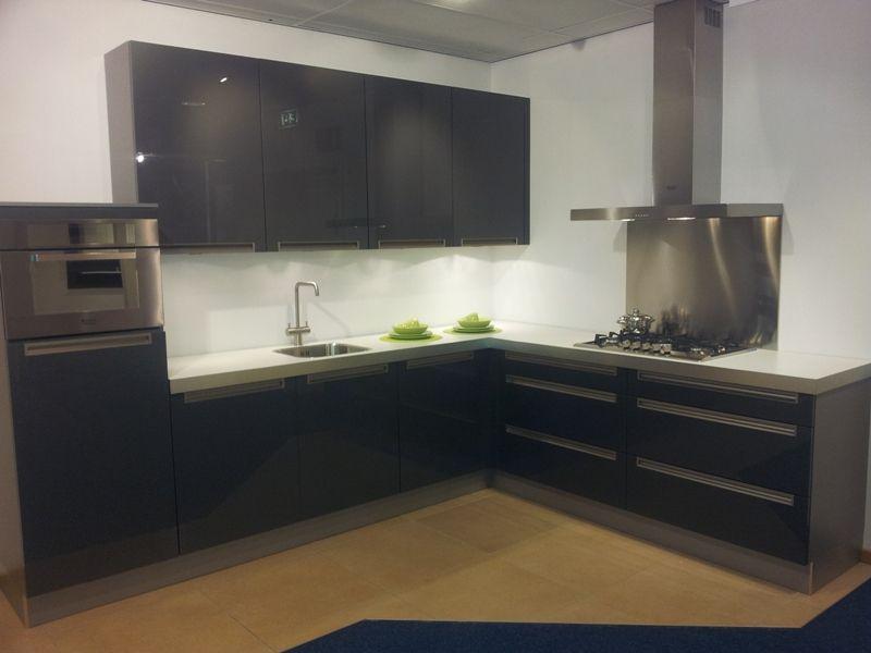 Keuken Antraciet Hoogglans : in antraciet 45624 een hoogglans keuken in de kleur antraciet