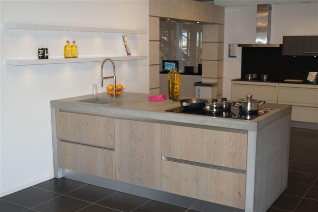 Stoere Robuuste Keuken : Stoere Robuuste Keuken : keuken voorzien van strakke apparatuur en de