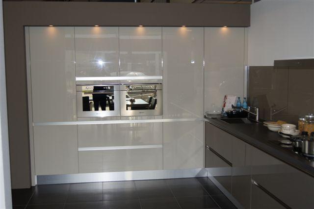 keller hoogglans keuken 44631 deze strakke hoogglans keuken is een ...