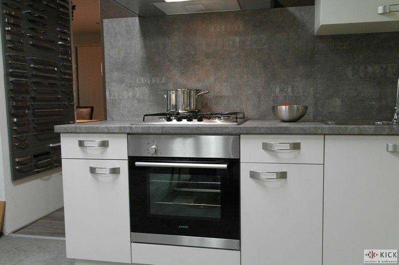 De voordeligste woonwinkel van nederland witte nobilia keuken 26375 - Witte keuken voorzien van gelakt ...